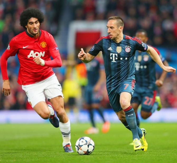 Marouane Fellaini of Manchester United tracks Franck Ribery of Bayern Muenchen