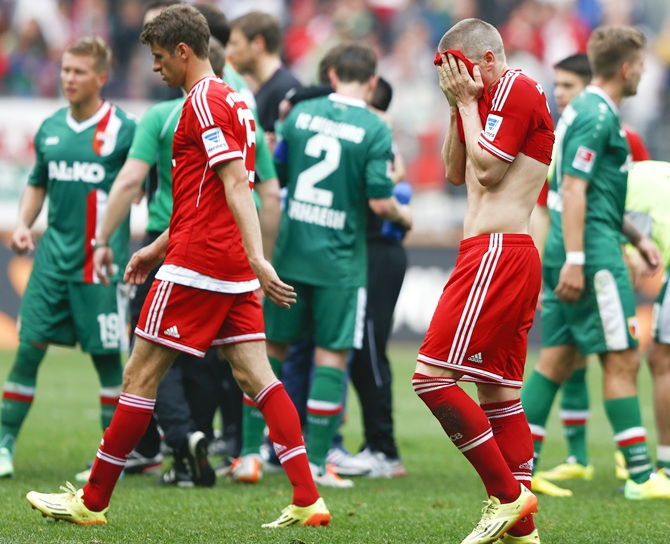 Bayern Munich's Bastian Schweinsteiger and Thomas Mueller leave the pitch
