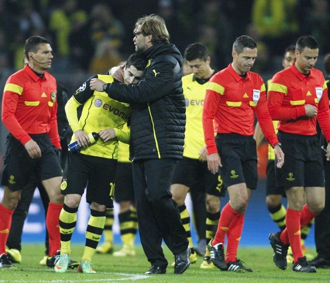 Borussia Dortmund's coach Juergen Klopp,centre, comforts Nuri Sahin after their Champions League match against Real Madrid