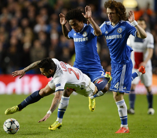Chelsea's David Luiz,right, and Chelsea's Willian,centre, challenge Paris St Germain's Ezequiel Lavezzi