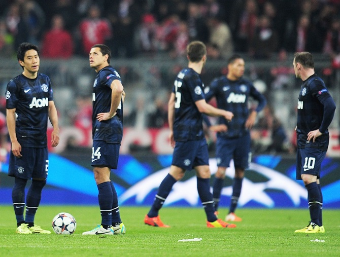Shinji Kagawa and Javier Hernandez of Manchester United look dejected