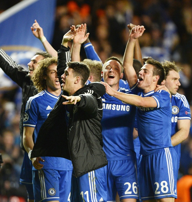 Chelsea players celebrate the win against PSG