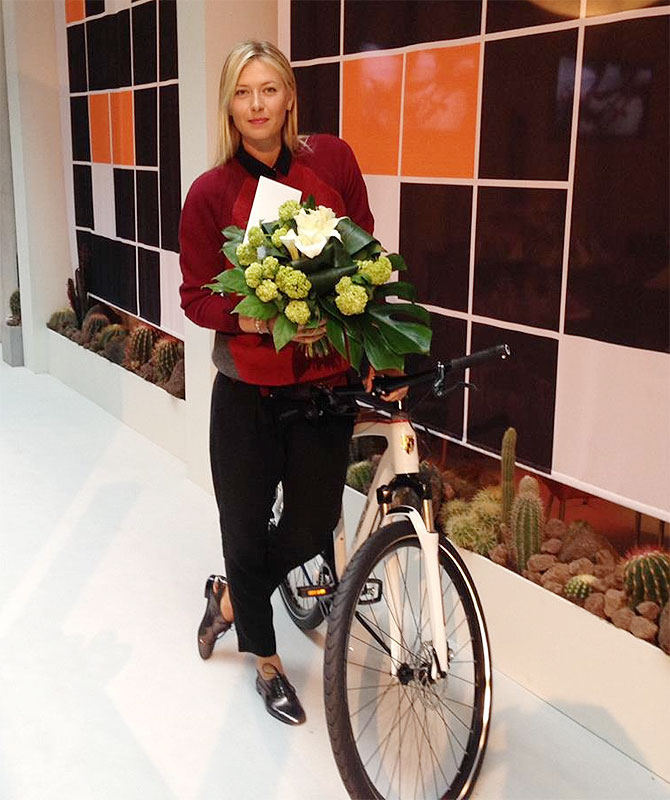 Sharapova poses with the Porsche bicycle