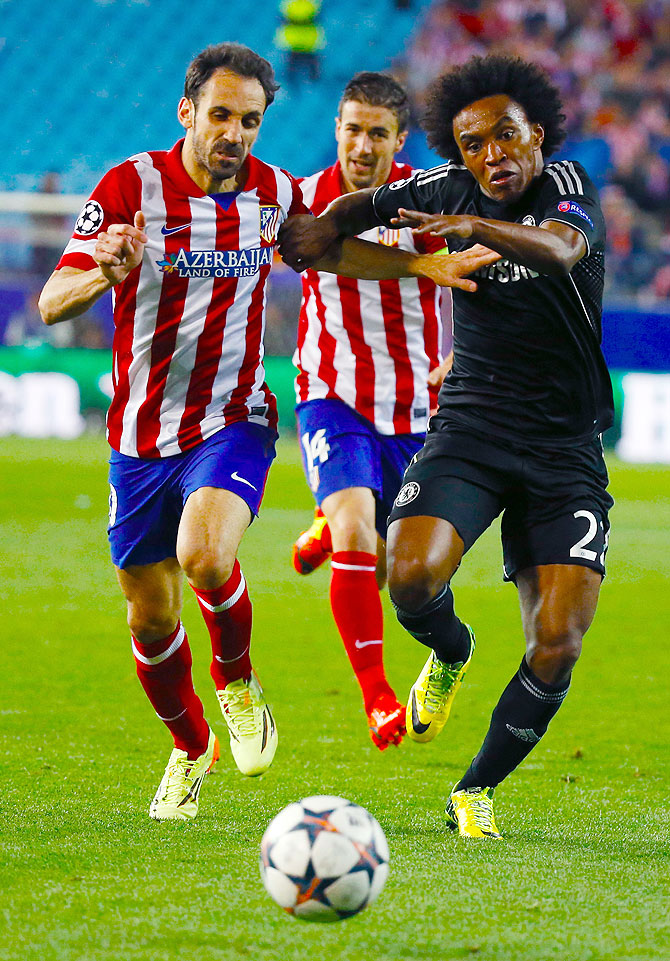 Atletico Madrid's Juanfran and Gabi (centre) challenge Chelsea's Willian (right) during their Champions League semi-final first leg match at Vicente Calderon stadium in Madrid on Tuesday