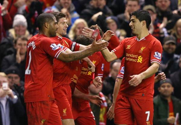 Steven Gerrard of Liverpool celebrates after scoring with team-mate Luis Suarez (right) during the Barclays Premier League match against Sunderland at Anfield on March 26