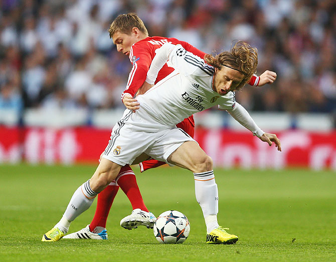 Toni Kroos of Bayern Munich challenges Luka Modric of Real Madrid during the Champions League semi-final first leg match at the Estadio Santiago Bernabeu in Madrid on Wednesday