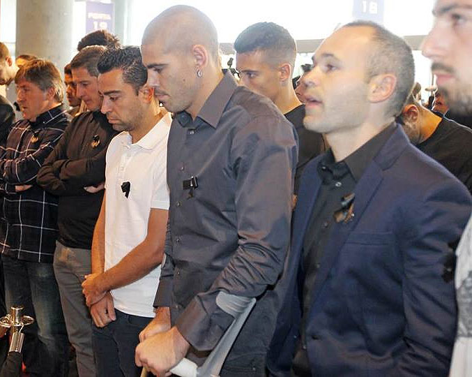 FC Barcelona's Xavi (left) with teammates Victor Valdes (centre) and Andres Iniesta at a memorial service for former coachTito Vilanova on Saturday