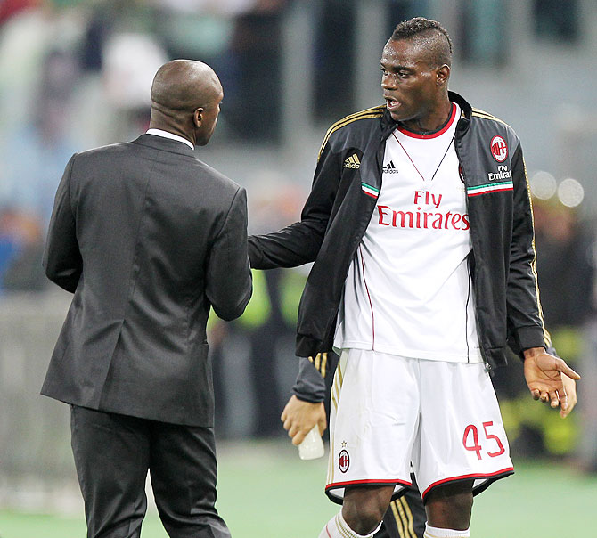 Mario Balotelli of AC Milan speaks with Clarence Seedorf during the Serie A match against AS Roma at Stadio Olimpico in Rome, Italy on Friday