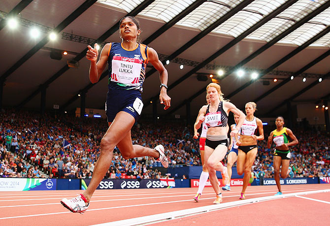 Tintu Lukka of India and Angie Smit of New Zealand competes in the Women's 800 metres heats on Wednesday