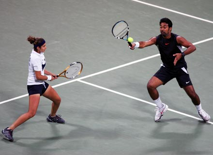 Leander Paes (right) with Sania Mirza