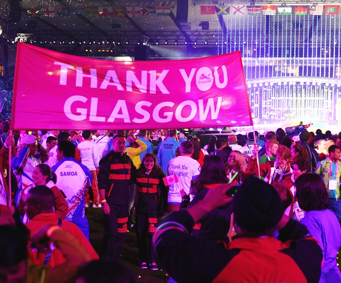 A banner of thanks is held up by Team England during the Closing Ceremony