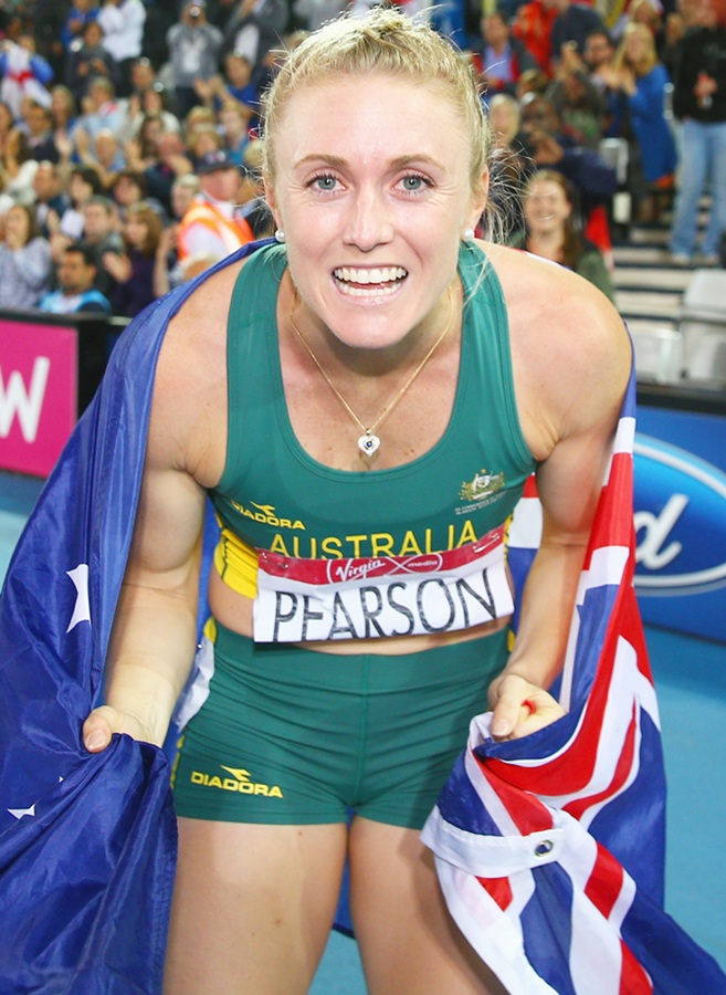 Sally Pearson of Australia celebrates winning gold in the Women's 100 metres hurdles