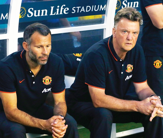 Ryan Giggs and manager of Manchester United Louis Van Gaal sit on the bench prior to the game against Liverpool