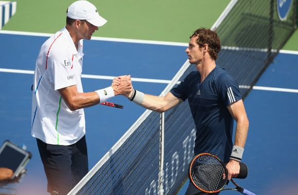 Andy Murray of Scotland and John Isner shake hands after their match