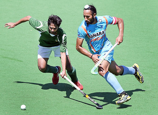 Abdul Haseem Khan of Pakistan contests for the ball against Sardar Singh of India (This image is for representational purposes only)