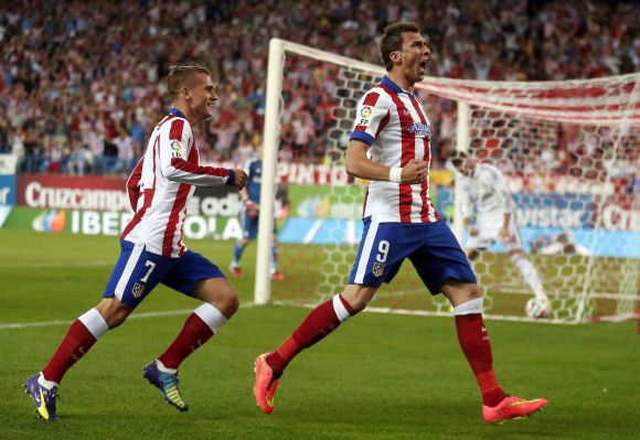 Atletico Madrid's Mario Mandzukic (R) celebrates his goal with teammate Antoine Griezmann (L) during their Spanish Super Cup second leg soccer match