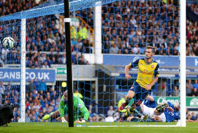 Aaron Ramsey scores the first goal for Arsenal