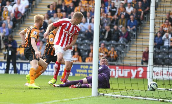 Ryan Shawcross of Stoke City scores the equalising goal during the Barclays Premier League match between Hull City and Stoke City