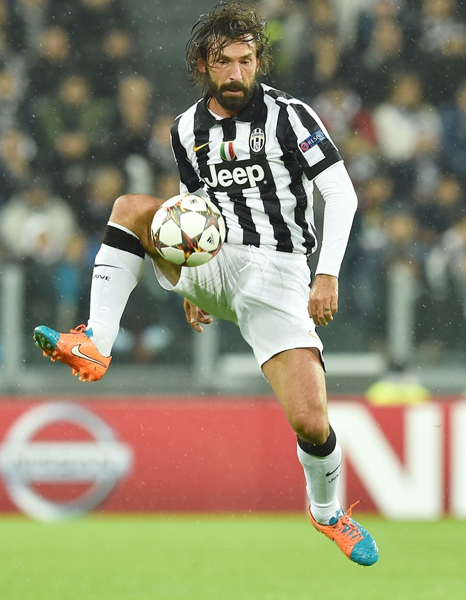 b6c85c3b7 Andrea Pirlo of Juventus controls the ball