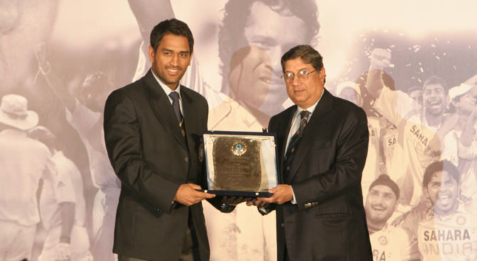 Narayanaswami Srinivasan (right) with India captain Mahendra Singh Dhoni