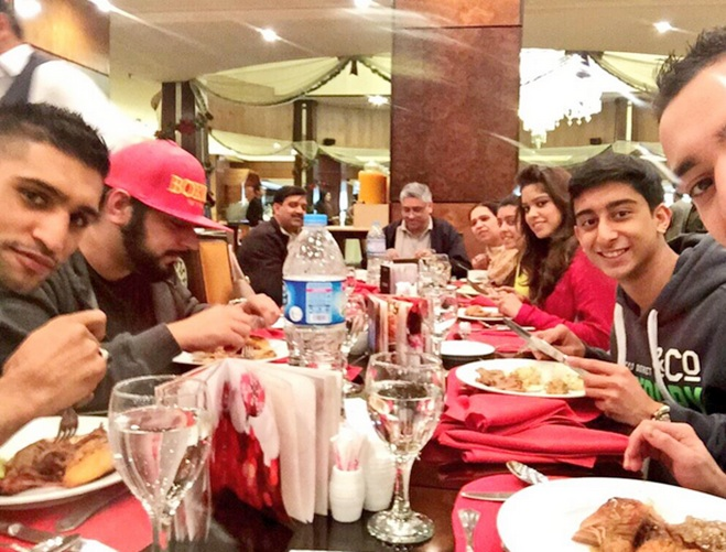Boxer Amir Khan enjoys dinner with his family in Islamabad