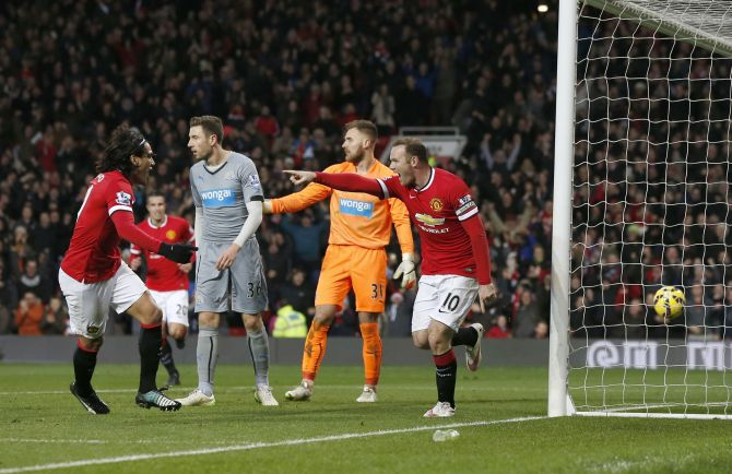 Rediff Sports - Cricket, Indian hockey, Tennis, Football, Chess, Golf - Van Gaal rewarded for Christmas offering at United