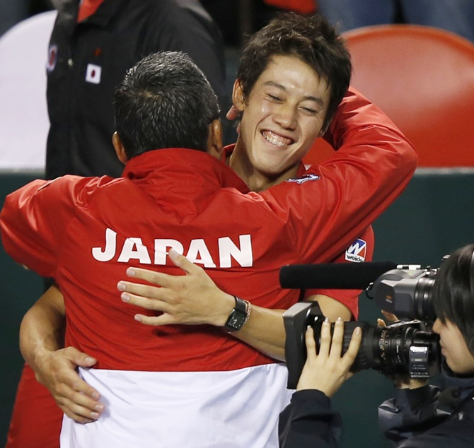 Japan's Kei Nishikori (centre) celebrates with his team captain Minoru Ueda