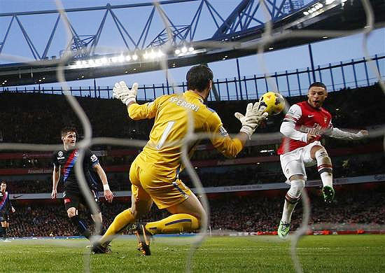 Arsenal's Alex Oxlade-Chamberlain (right) scores a goal against Crystal Palace during their English Premier League match at the Emirates stadium in London, on Sunday