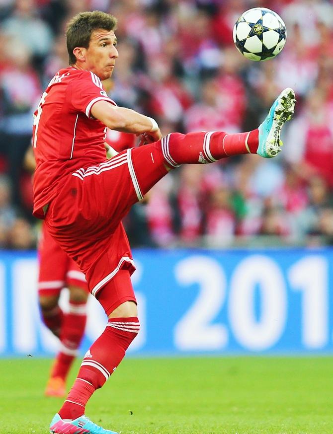 Mario Mandzukic of Bayern Muenchen controls the ball.