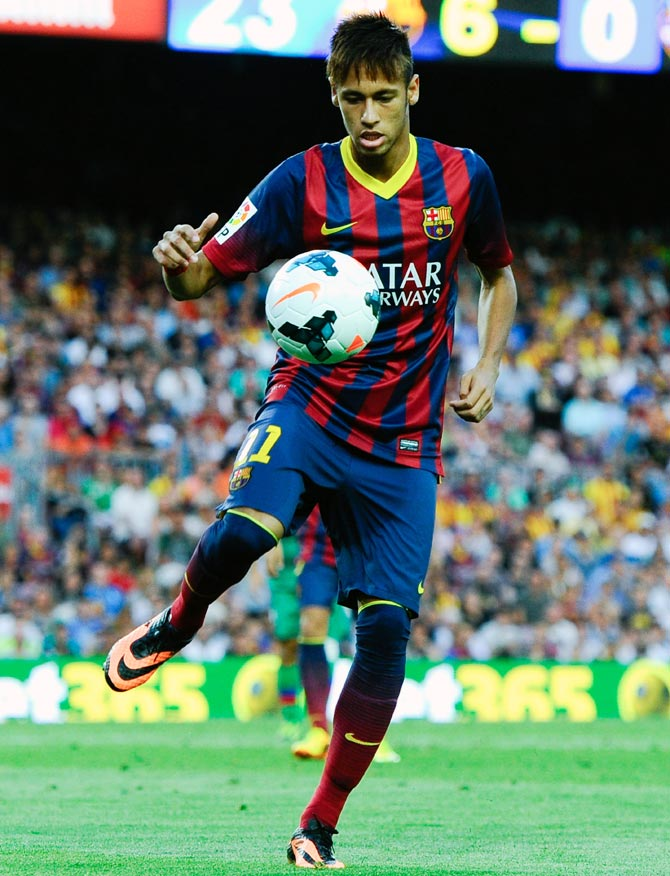 Neymar back in training and close to Barcelona return