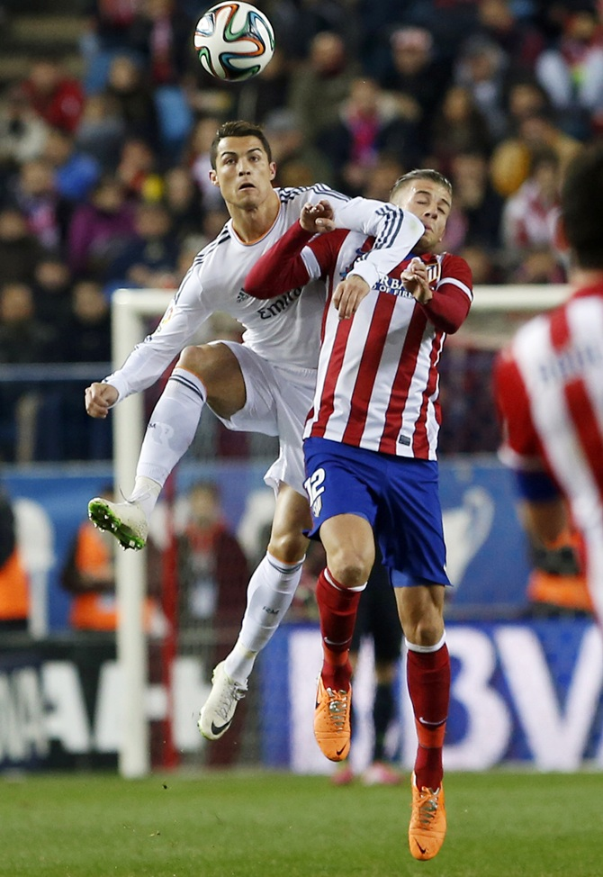 Atletico Madrid's Tobias Albertine Maurits Alderweireld, right, fights for the ball with Real Madrid's Cristiano Ronaldo