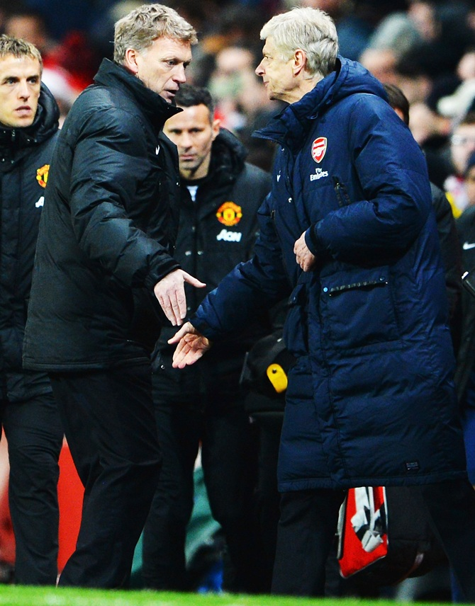 From left: Manchester United manager David Moyes and Arsenal manager Arsene Wenger shake hands.
