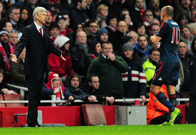 Arsenal manager Arsene Wenger appeals to Bayern's Arjen Robben after the foul that saw Gunners' keeper Szczesny sent off on Wednesday