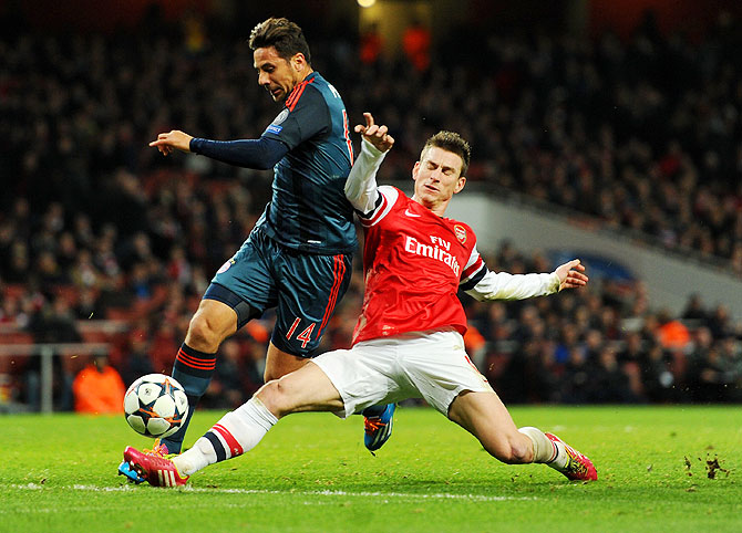 Laurent Koscielny of Arsenal tackles Claudio Pizarro of Bayern on Wednesday