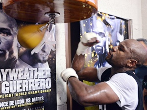 Floyd Mayweather to face Maidana in welterweight title fight