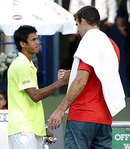 Somdev shakes hands with del Potro after the match