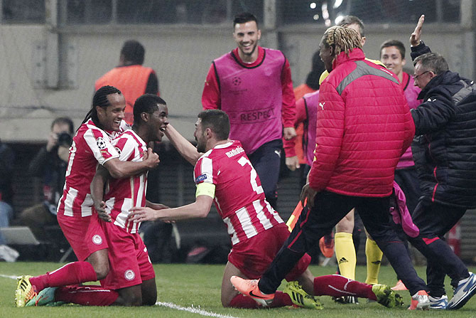 Olympiakos' Joel Campbell (2nd from left) celebrates with his teammates after scoring against Manchester United on Tuesday