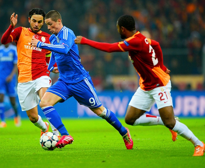 Fernando Torres of Chelsea is closed down by Selcuk Inan and Aurelien Chedjou of Galatasaray.