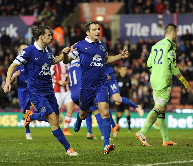 Everton's Baines denies Stoke a victory