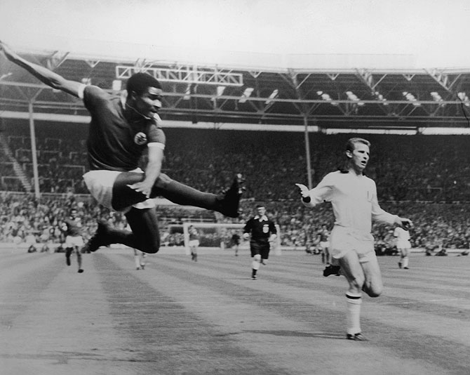 Benfica inside-left Eusebio da Silva Ferreira takes a flying kick to score against AC Milan in 1963 European Cup final