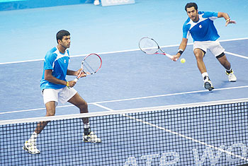 Rohan Bopanna (left) of India and Aisam-Ul-Haq Qureshi of Pakistan