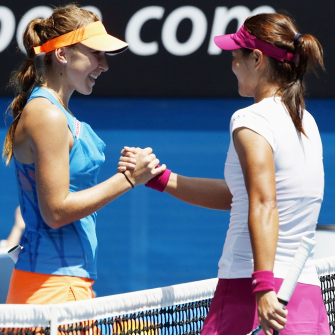 Li Na (right) of China shakes hands with Belinda Bencic of Switzerland