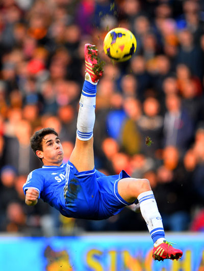 Oscar of Chelsea performs an overhead kick against Hull City