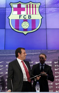 Barcelona opt for rebuilt Nou Camp, not new stadium