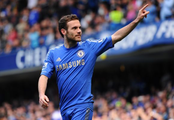 Manchester United bid for Chelsea's Mata