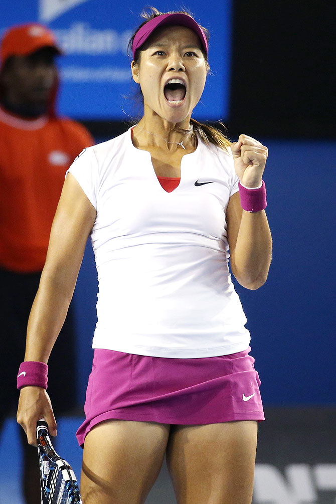 PHOTOS: Li Na beats Cibulkova to win Australian Open