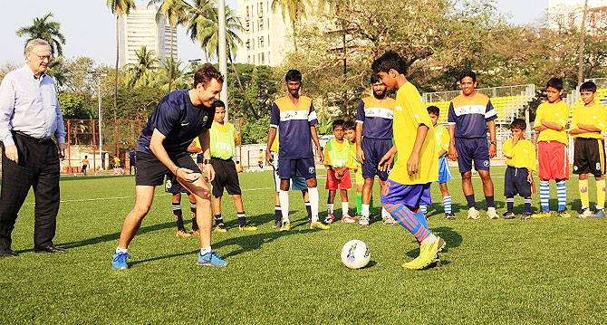 Anthony Frost, Grassroots Instructor from Melbourne, shares some pointers with young footballers from Mumbai during the FFA-AIFF Grassroots Festival at the Cooperage ground in Mumbai on Wednesday