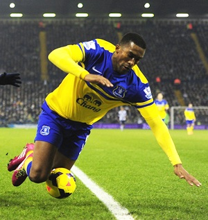 Distin signs contract extension at Everton