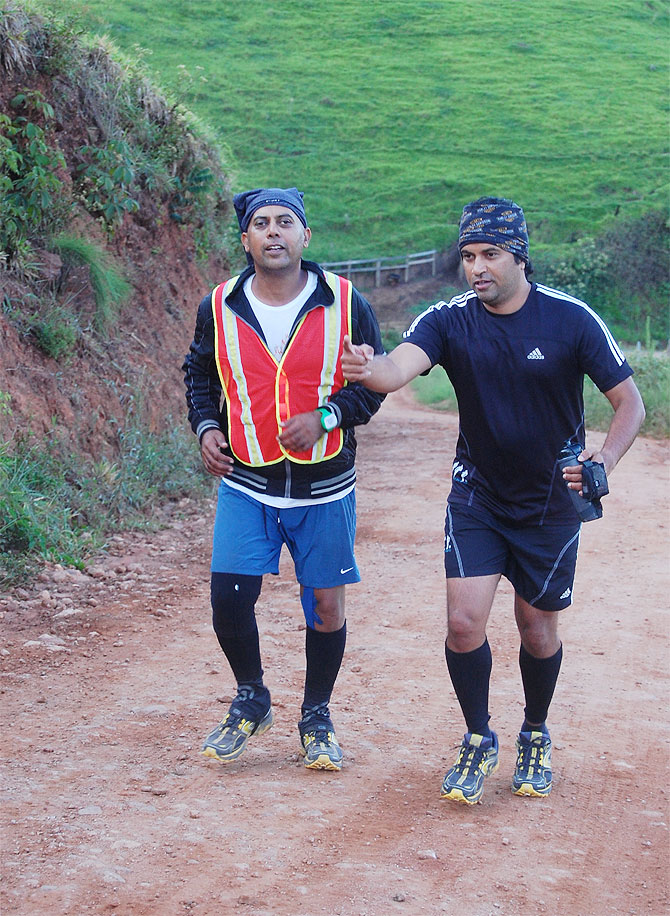 Vishwas is encouraged by one of his crew members on an uphill stretch
