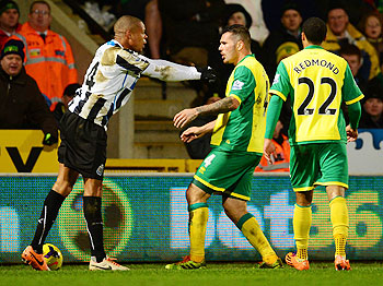Loic Remy of Newcastle United and Bradley Johnson of Norwich City come to blows during their English Premier League match at Carrow Road in Norwich, England on Tuesday